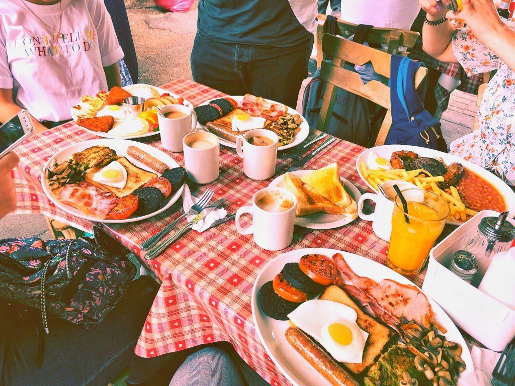 londres-con-amigos-english-breakfast-en-cafe-338